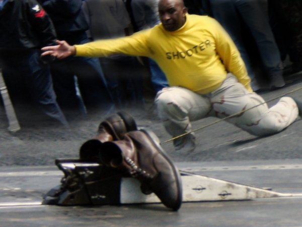 Strange tradition of launching shoes from an aircraft carrier (Story)